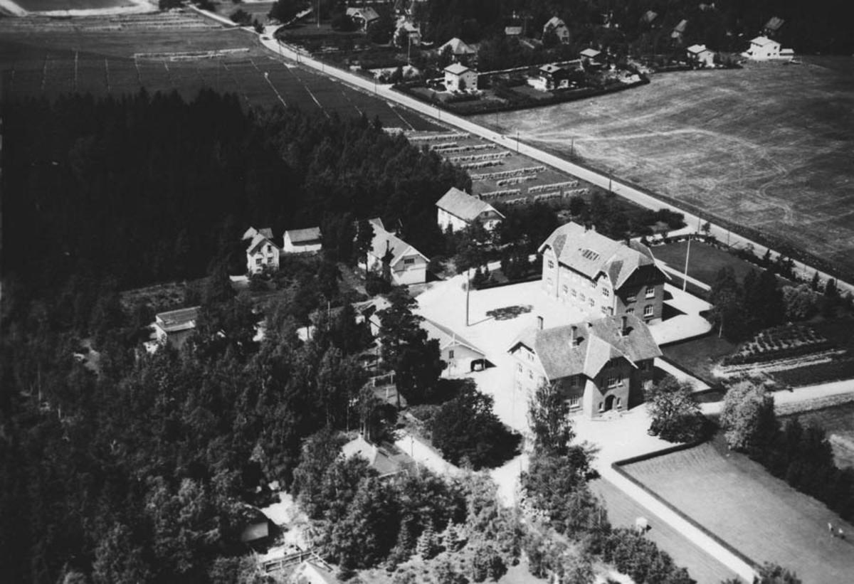 Ås sentrum, Åsgård, kommunehuset, middelskole