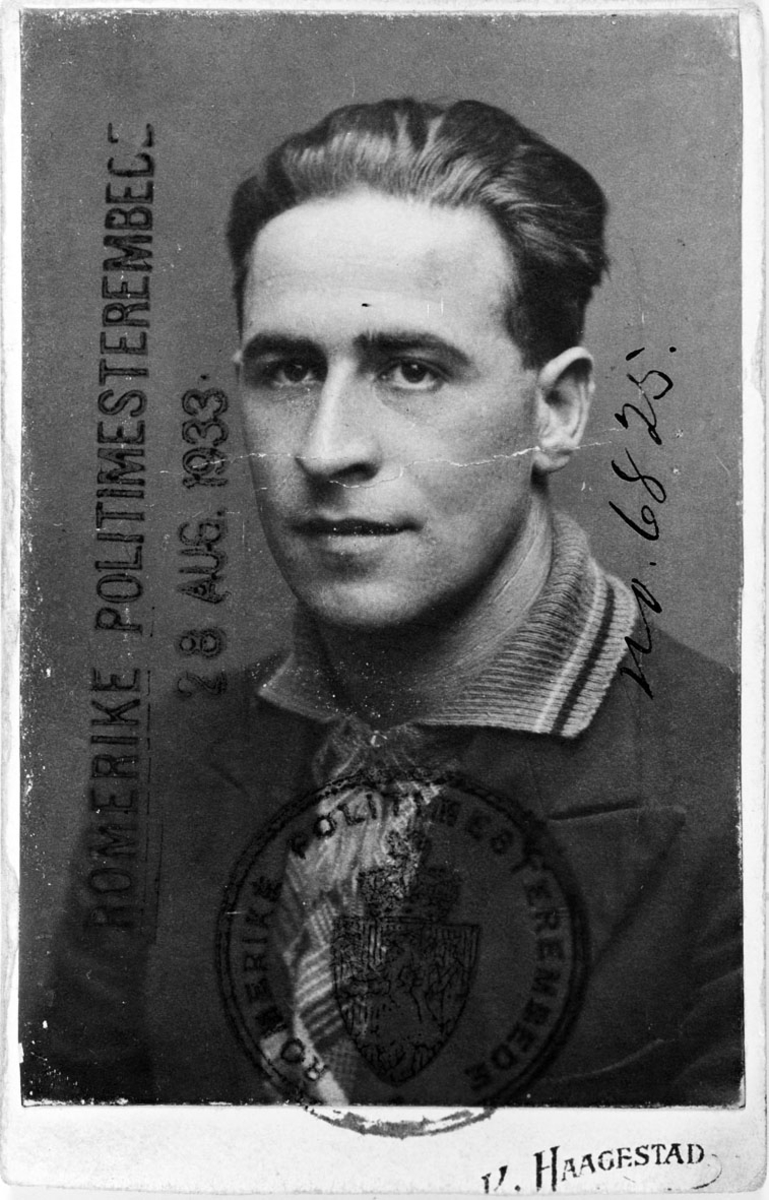 Rolf Jensen 25 år gammel, bilde fra første førerkort.