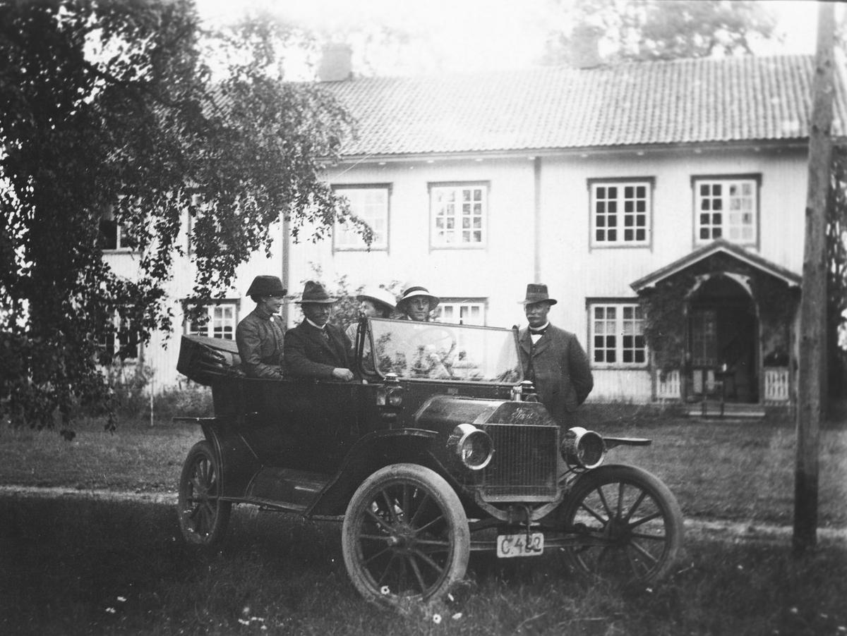 Bil tilhører Ole Ihle.