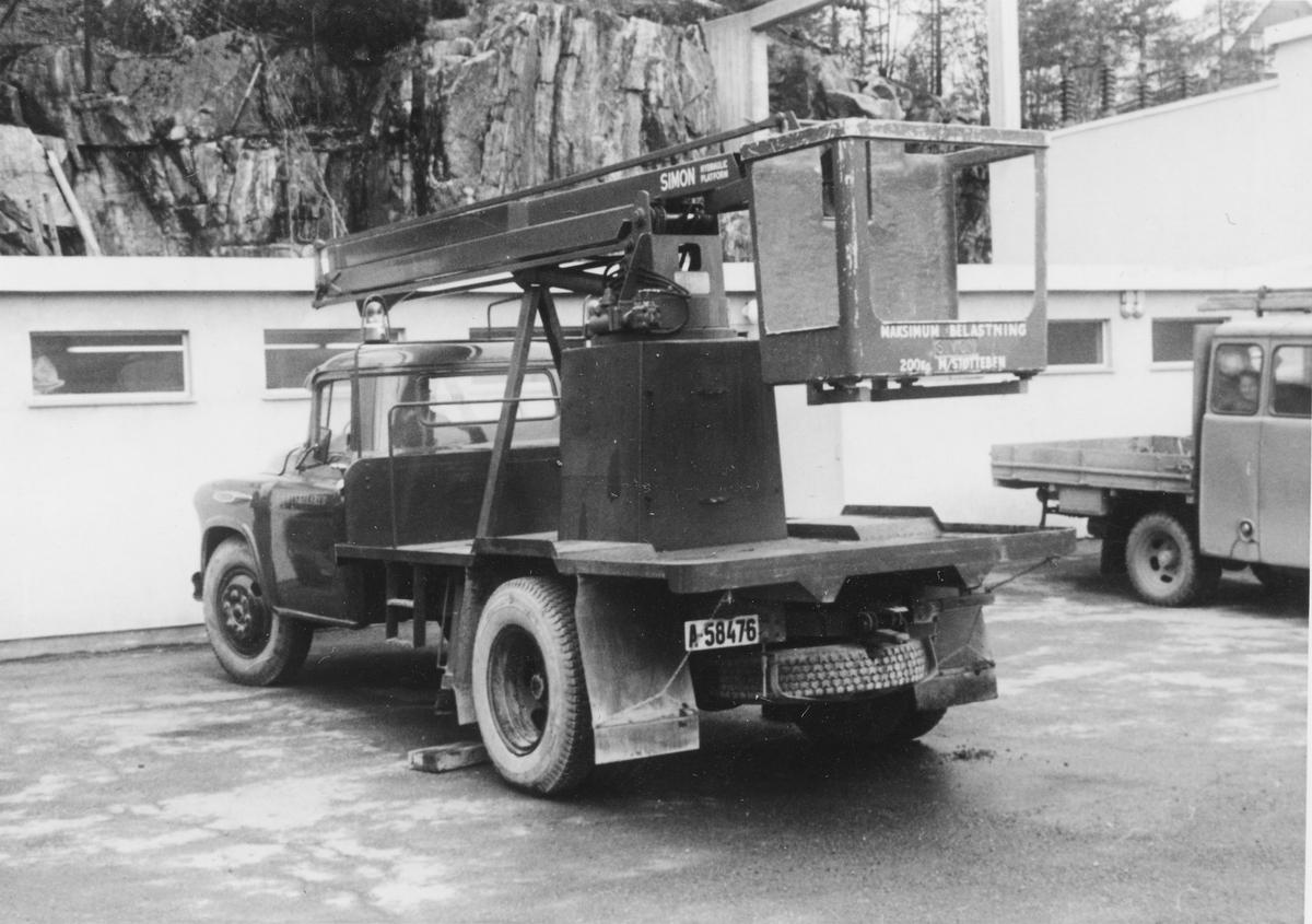 Kranbil ved AS Kykkelsruds anlegg, Vassøyholtet.