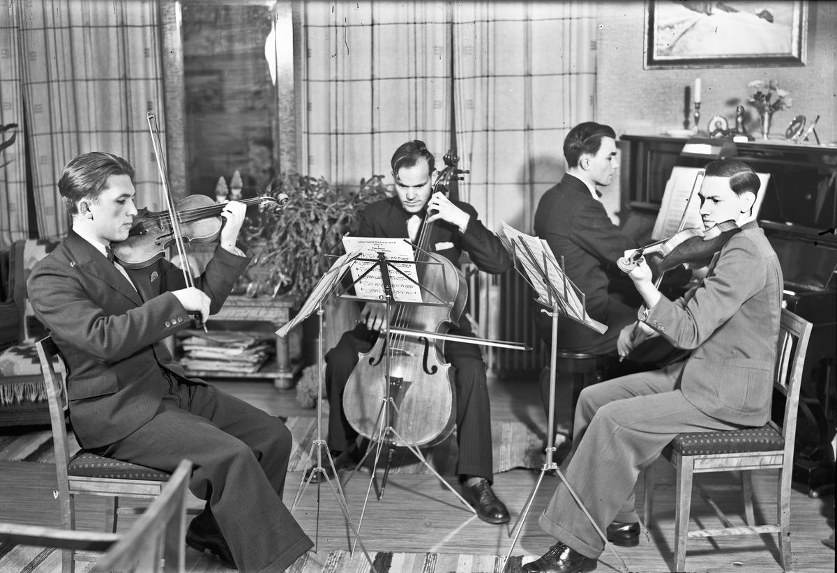Kvartett. 2 fioliner, piano og cello.