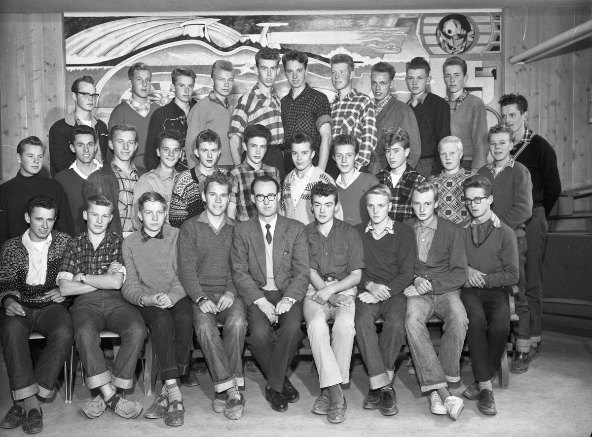 Lærer og elever ved Eidsvoll Landsgymnas.