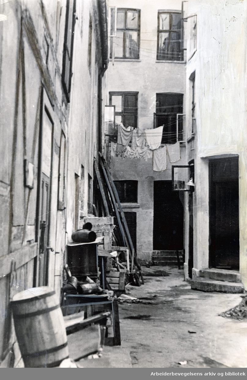 Bakgård i Karl den XIIs gate 32,.våren 1937