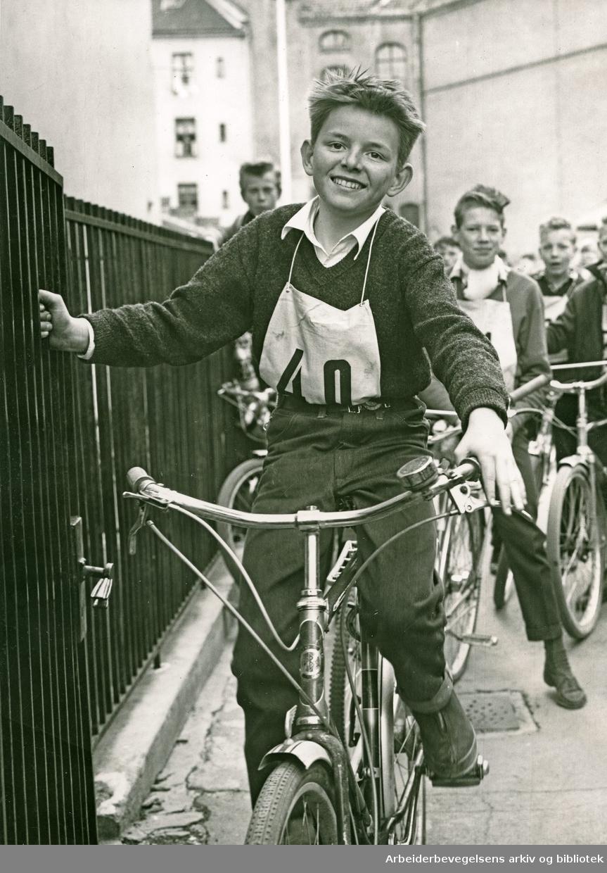 Oslo-skolenes sykkelkonkurranse. .Ivar Bjørseth fra Gamlebyen skole,.ca. 1955
