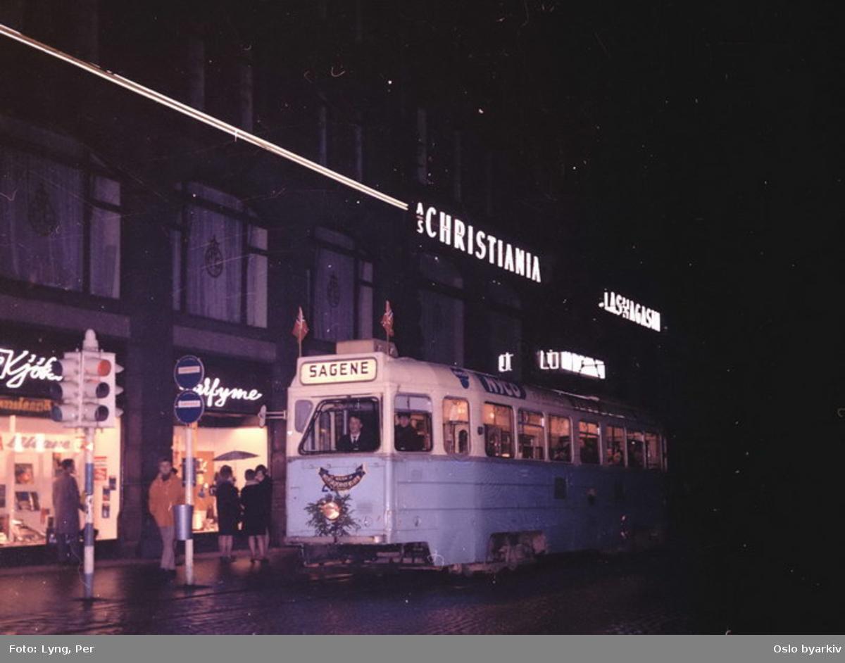 Oslo Sporveier. Utsmykket trikk motorvogn 229 type Høka MBO grunnet nedleggelse av linje 5, aller siste avgang fra Stortorvet til Sagene kl. 0019, 17. oktober 1966.