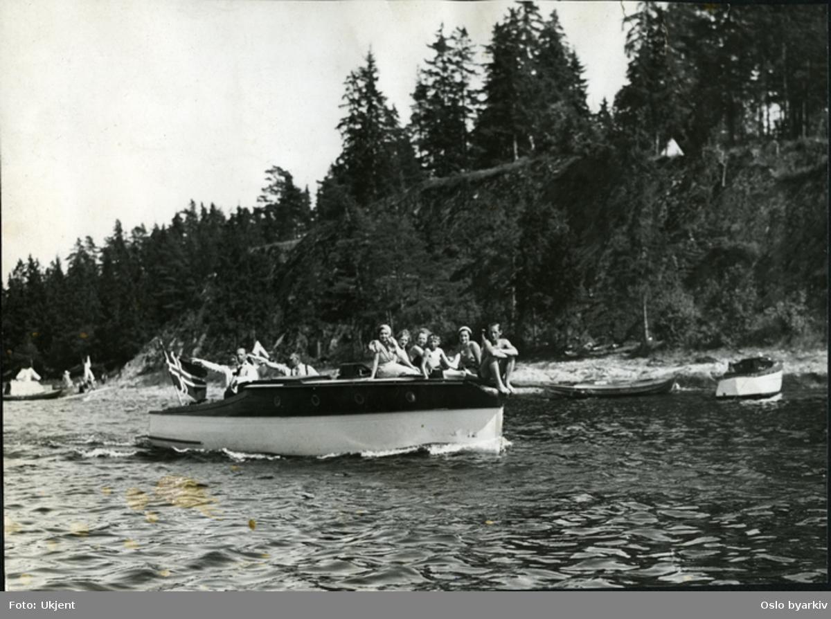 På familietur langs Nordre Langåra. Kommunalt friområde fra 1923 med tilholdsted for småbåter, telt og lemmehytter.
