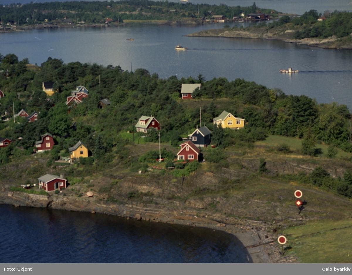Bleikøya, med Hovedøya og Lindøya i bakgrunnen (Flyfoto)