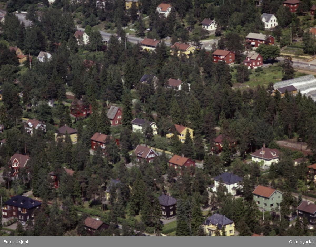 Ekebergveien i bakgrunnen. Smed Kjeldsens vei. (Flyfoto)