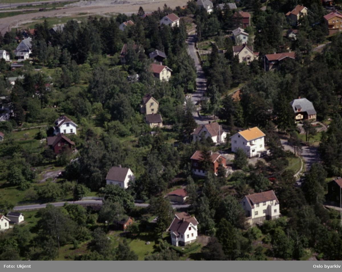 95539397 Vardeveien (4C hvitt hus i svingen). (Flyfoto) - Oslo byarkiv ...