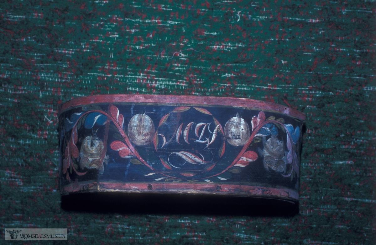 Malt av Sivert Hågensen Franset f.1811...(Se Bjørn Austigards feltbok 1984) ..Beiningskorg laget av rosemaleren...Eier Gunder Gujord f.1909.
