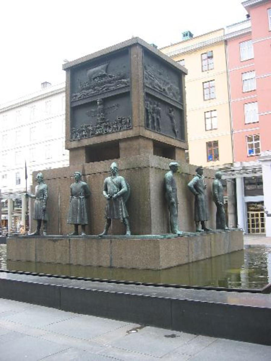 Kjøreanvisning: Sjøfartsmonumentet på Torgallmenningen i Bergen.