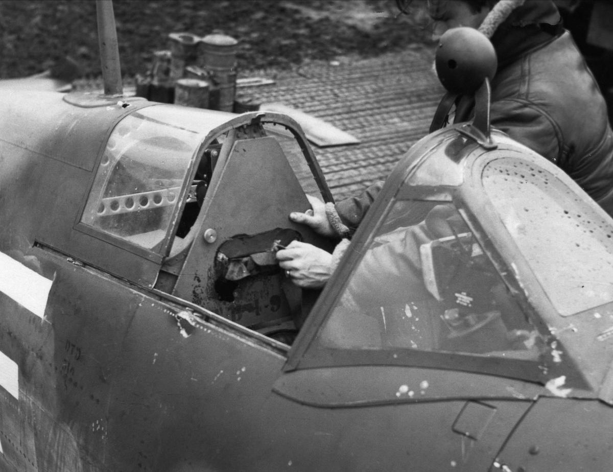 En Spitfire cockpit.