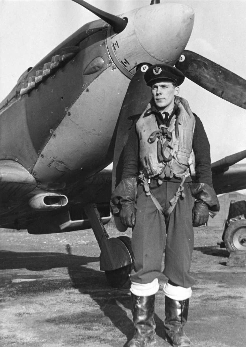 Pilot Lundsten, 332 skvadronen.