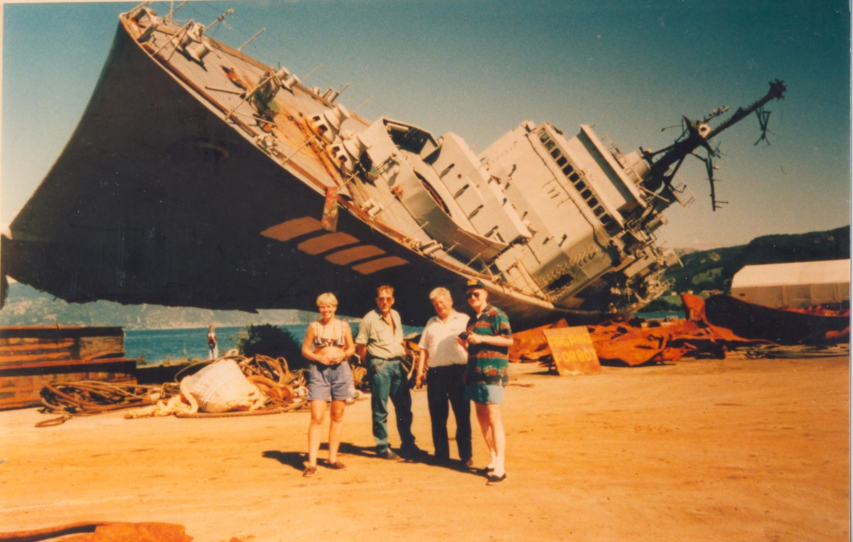 Enkeltbilde. Fregatten KNM Oslo hugges opp.