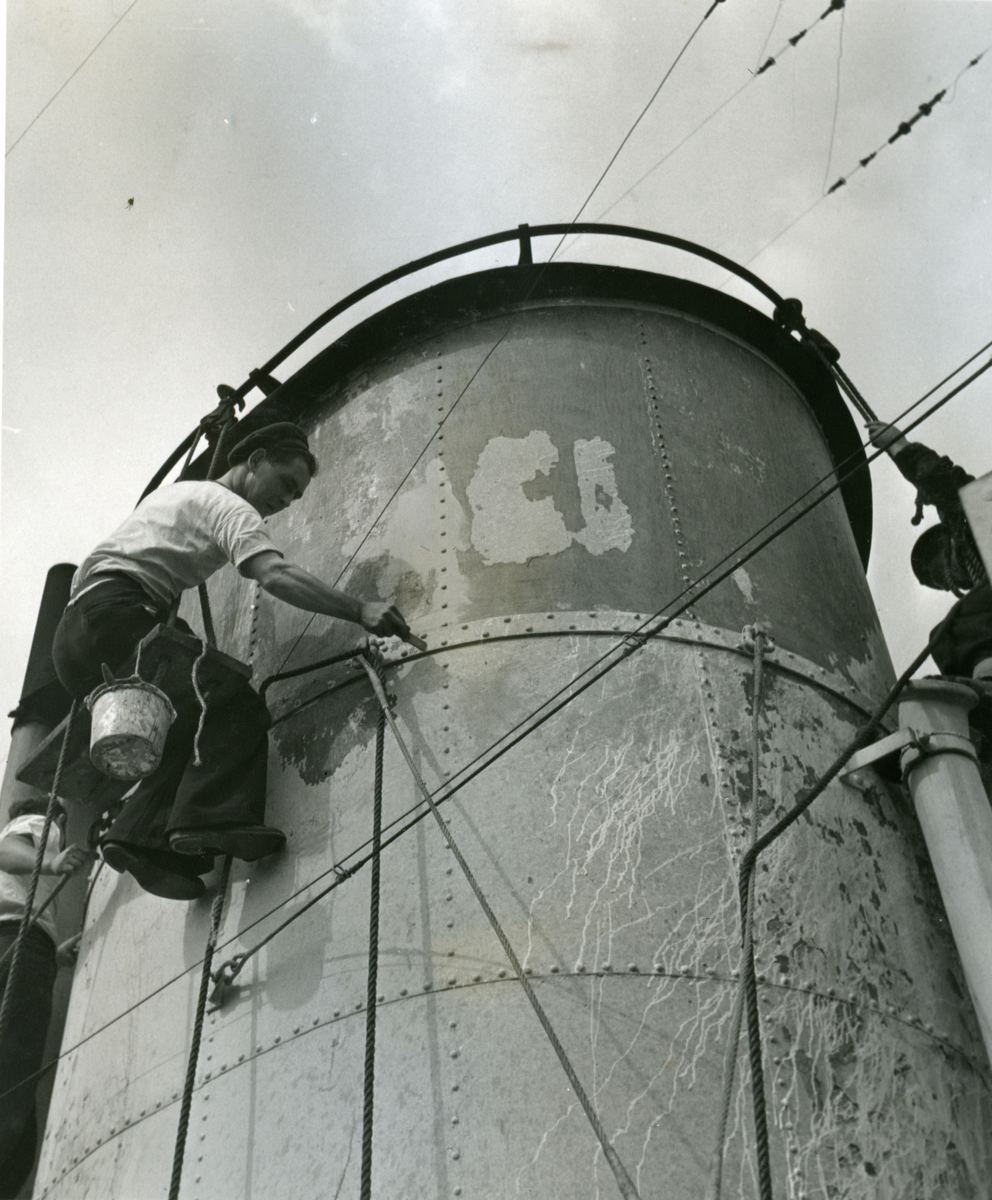"Album Glaisdale H.Nor.M.S. ""Glaisdale"". Fotograf: Keystone press. Maling."