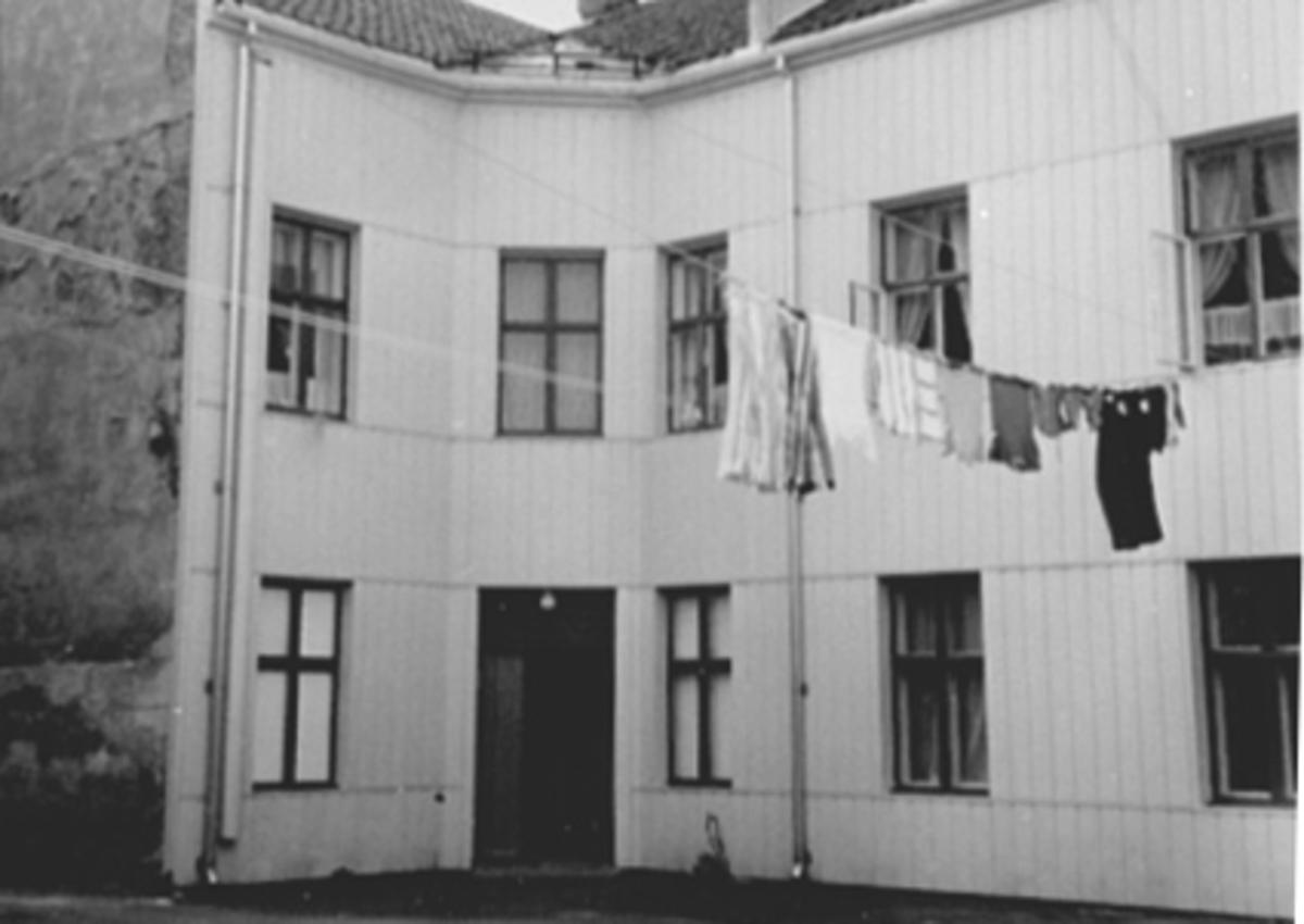 EKSTERIØR BAKGÅRD, GRØNNEGATA 11, KLESVASK