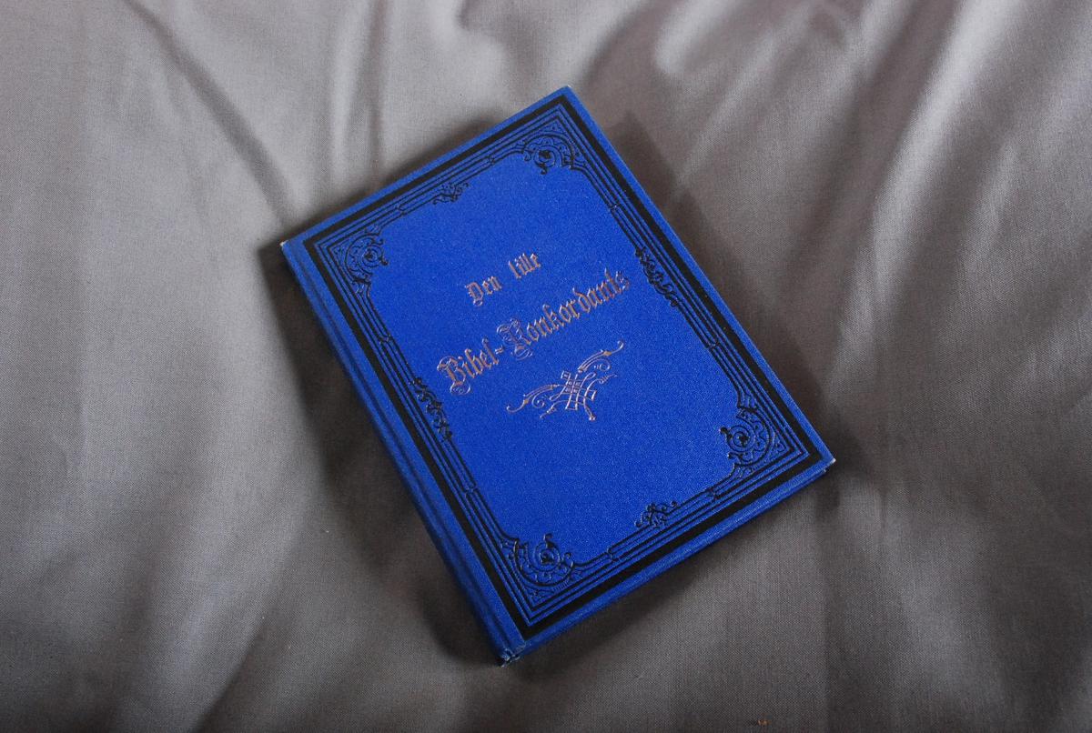 """Innskrift på forsats: """"Erindring fra Emilie Reimers og E. Reksten paa Fødselsdagen den 24de August 1883"""""""