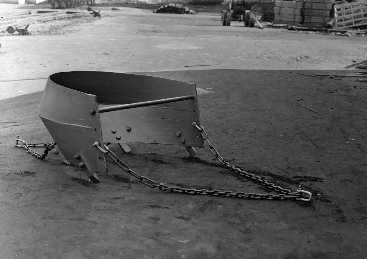 HAMAR JERNSTØPERI OG MEK. VERKSTED, HAM-JERN, SLEPERSKRAPER FOR GRUS OG SAND. SE HAM-JERN NYTT DESEMBER 1947.
