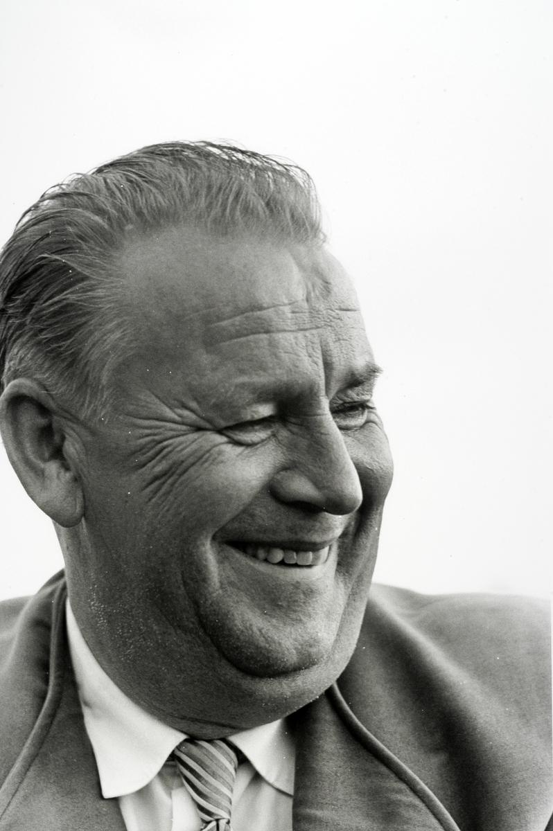 Alf Prøysen i Ringsaker i 1961, foto Johan Brun for Dagbladet, negativer på Hedmarksmuseet