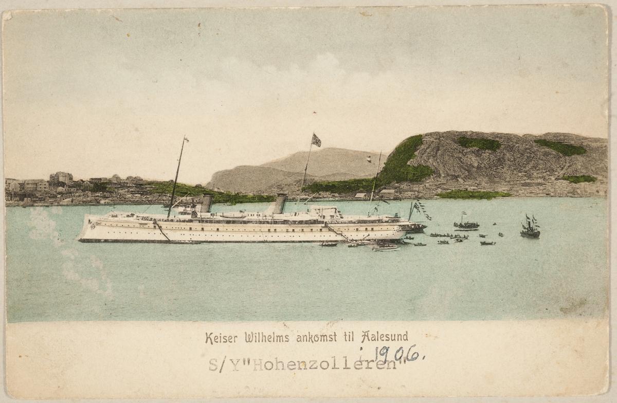 "S/Y ""Hohenzolleren"" ved ankomst til Ålesund i 1906."