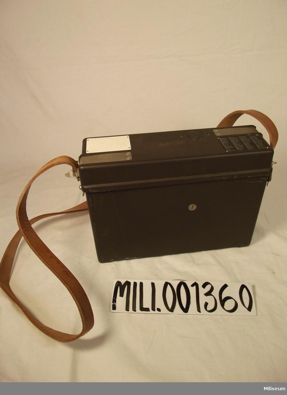Fälttelefon m/1937   Märkt med alfabet i form av namn samt sifferuttal.