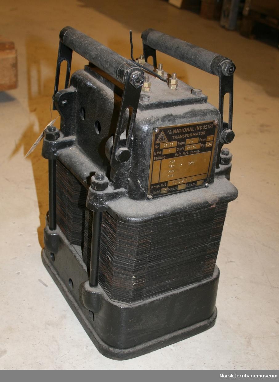 F.nr. 31231, type EM, 1 kva, 231/220/209/198 volt - 220 volt, 4,55 amp.