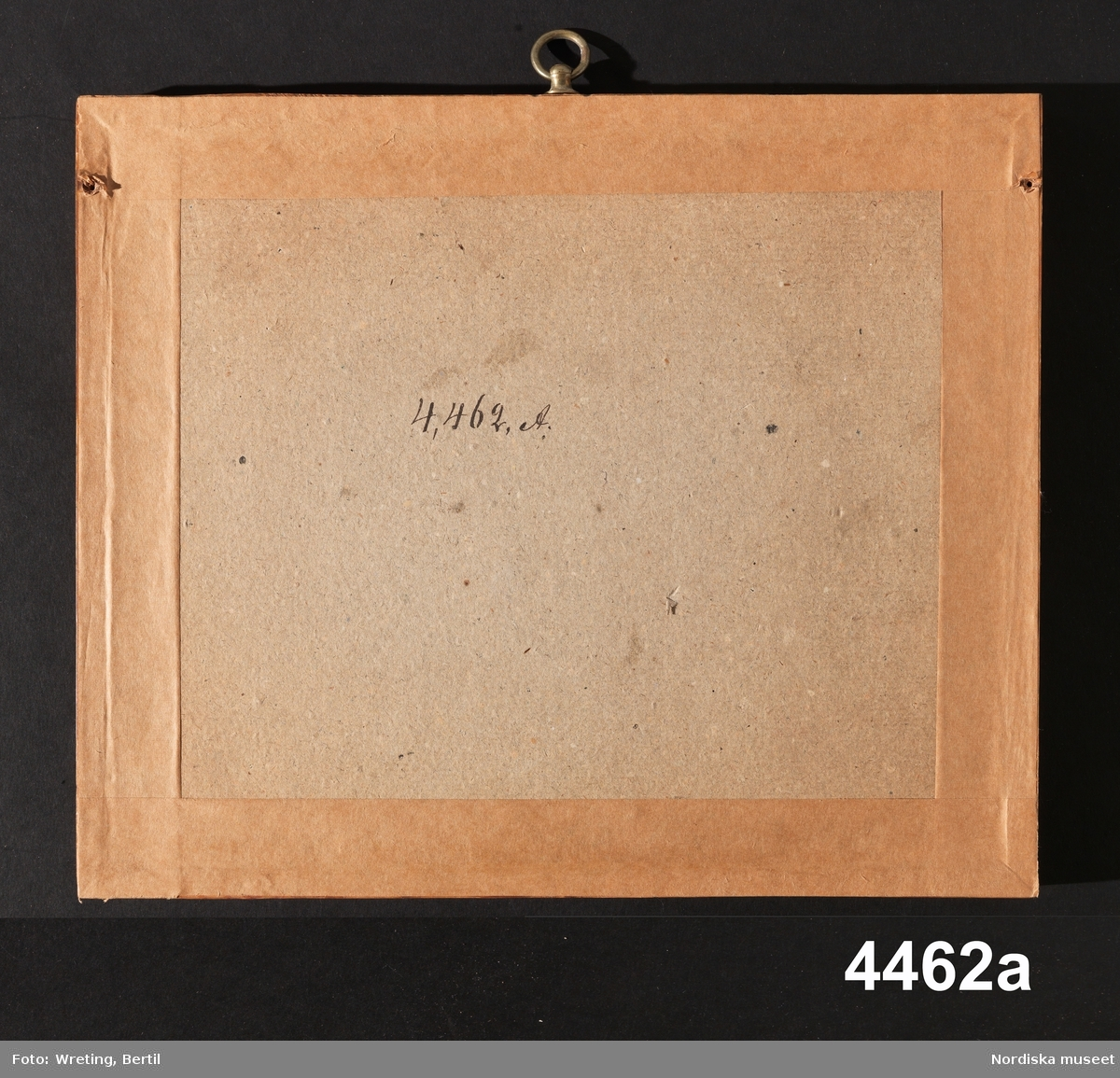 """Huvudliggaren: """"Fyra broderier. Klosterarbete från början av 1500-talet. Lemnad till gifvarinnorna af deras mormor i Stockholm, död 1869. Hon hade köpt dem af en fattig gumma. G. af fröknarna Elin och Hillevi Hellström 19/5 1874."""""""