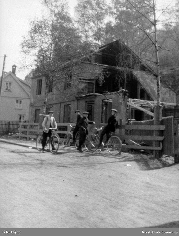 Ukjent hus under riving