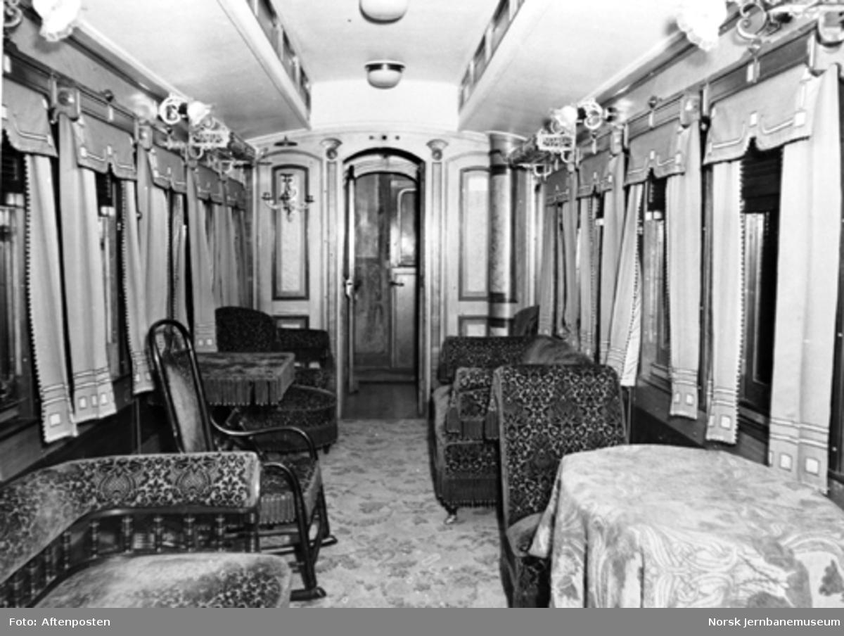 Jernbanemuseet på Disen : Interiørbilde fra Rørosbanens kongevogn