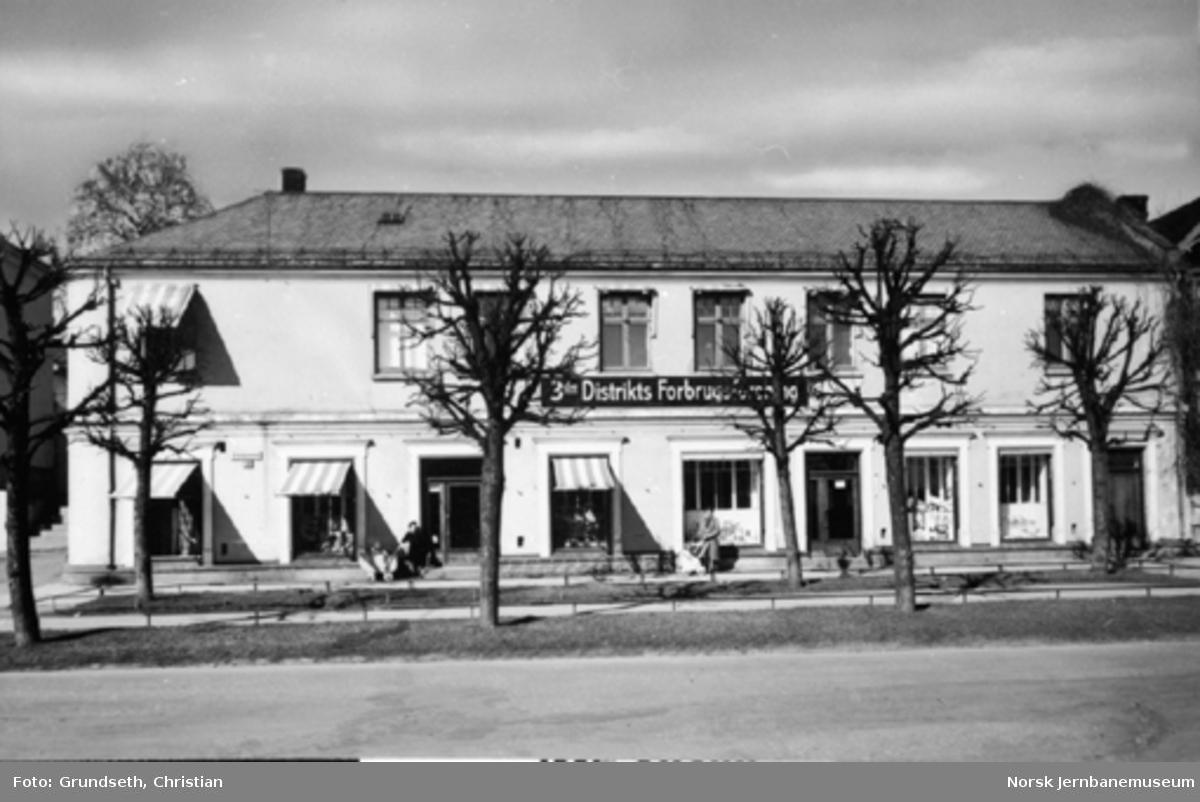 3die Distrikts Forbrugsforening : Jernbanesamfunnet - bygningen i Hamar