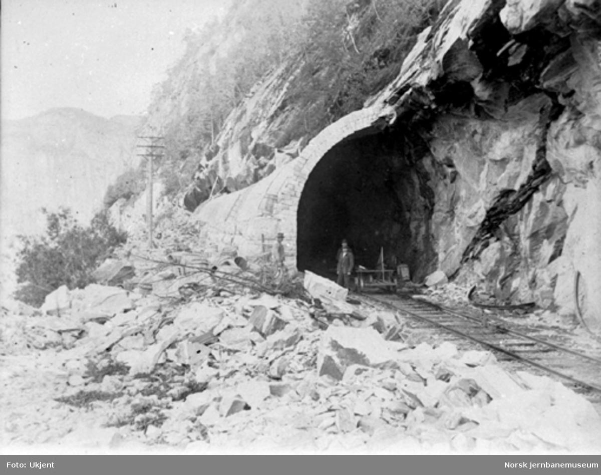 Overmurt tunnel ved Bergsenden før Vossebanens ombygging til bredt spor