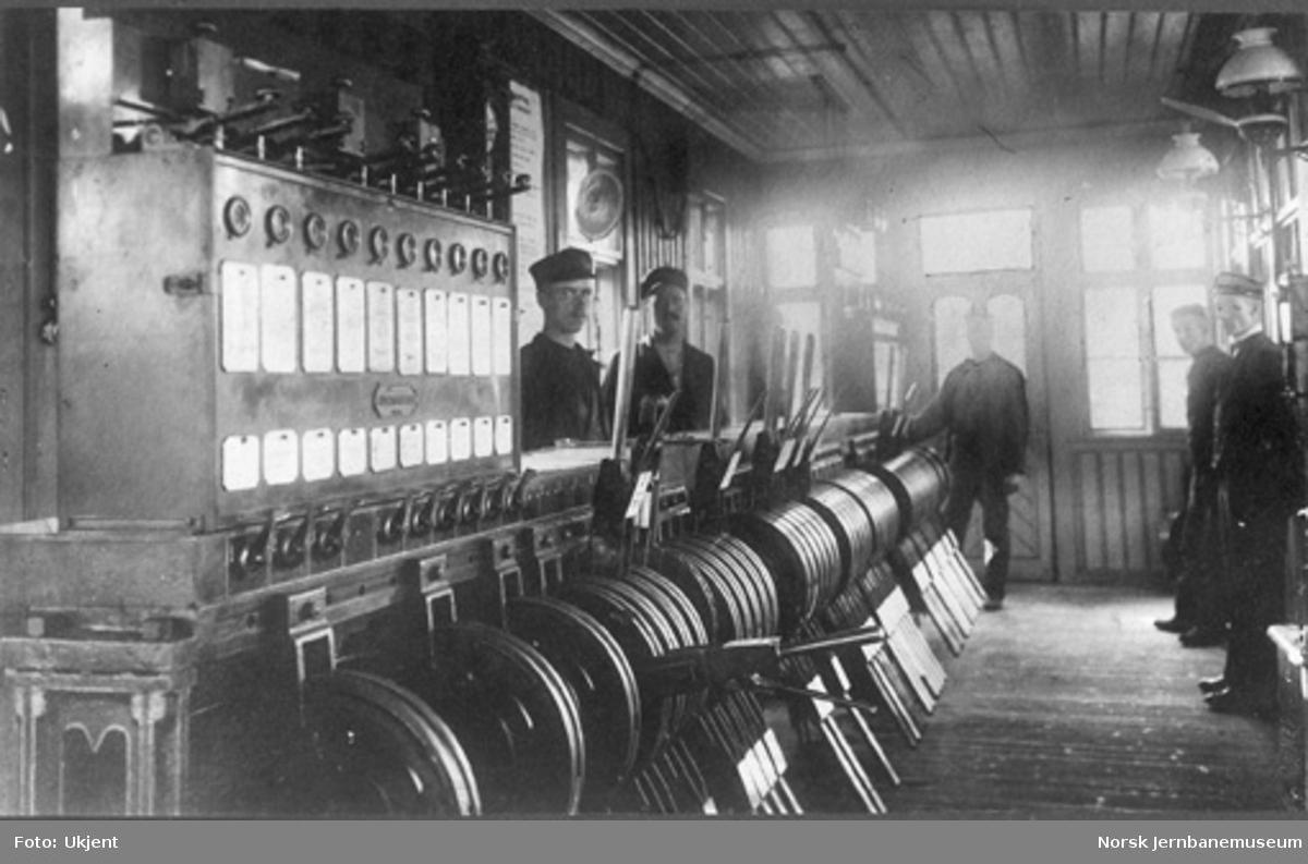 Det første stillverket på Oslo Østbanestasjon, satt i drift i 1902, levert av Siemens & Halske