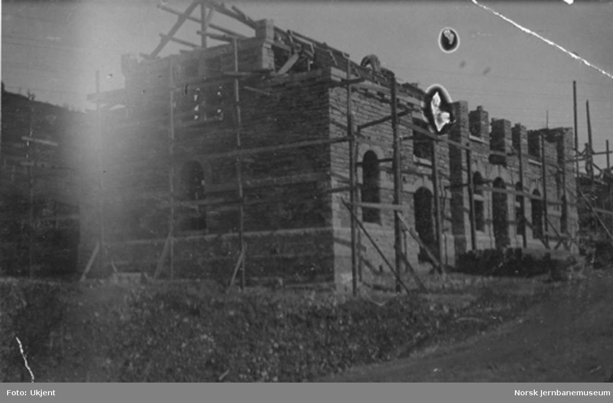 Voss stasjonsbygning under bygging