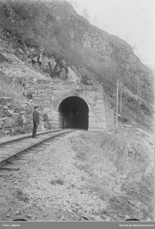 Vossebanens ombygging til normalspor : Hætta III tunnel, øvre portal