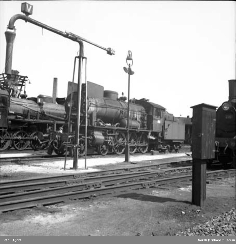 Damplokomotiv type 30a nr. 271 på Hamar stasjon