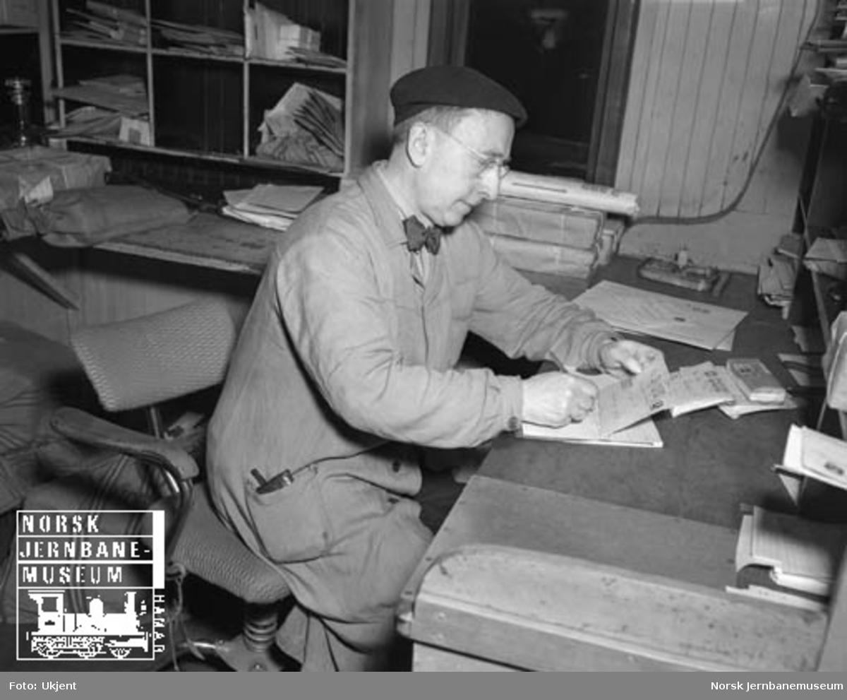 Postekspedisjonen i Dovrebanens nattog 405, postfullmektig med verdiposten