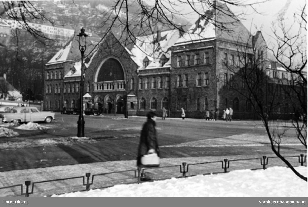 Bergen stasjonsbygning fra bysiden