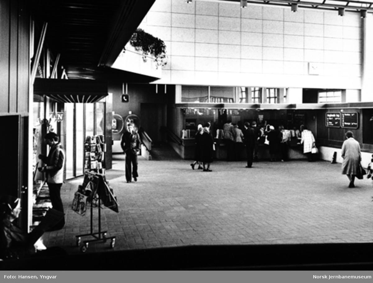Drammen stasjon : ekspedisjonshallen som åpnet i 1977