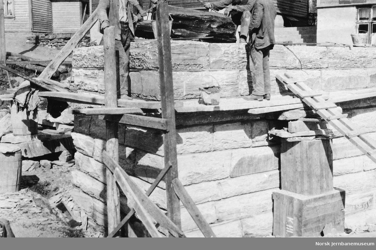 Muring av undergang for Elvegaten i Voss, pel 98