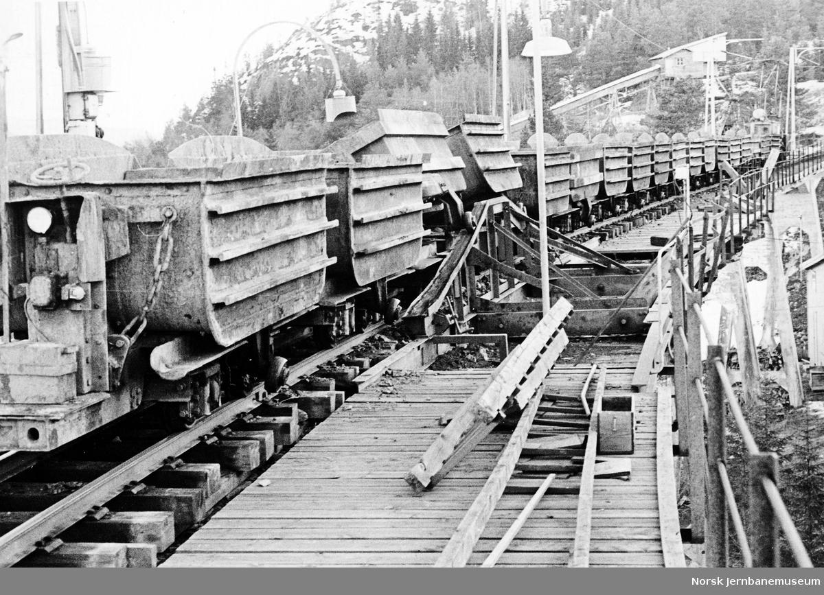 Tog på Fagerlibanen på tømmeviadukten
