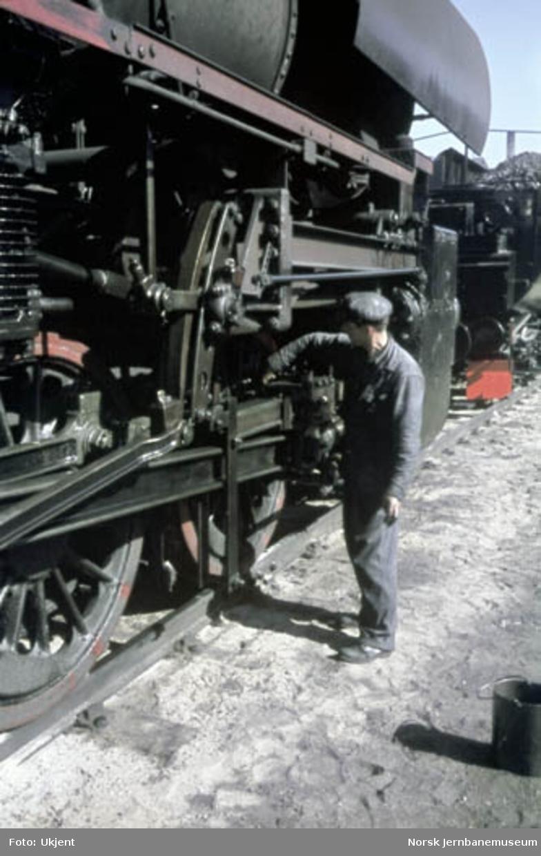 Smøring av damplokomotiv type 63a i Lodalen