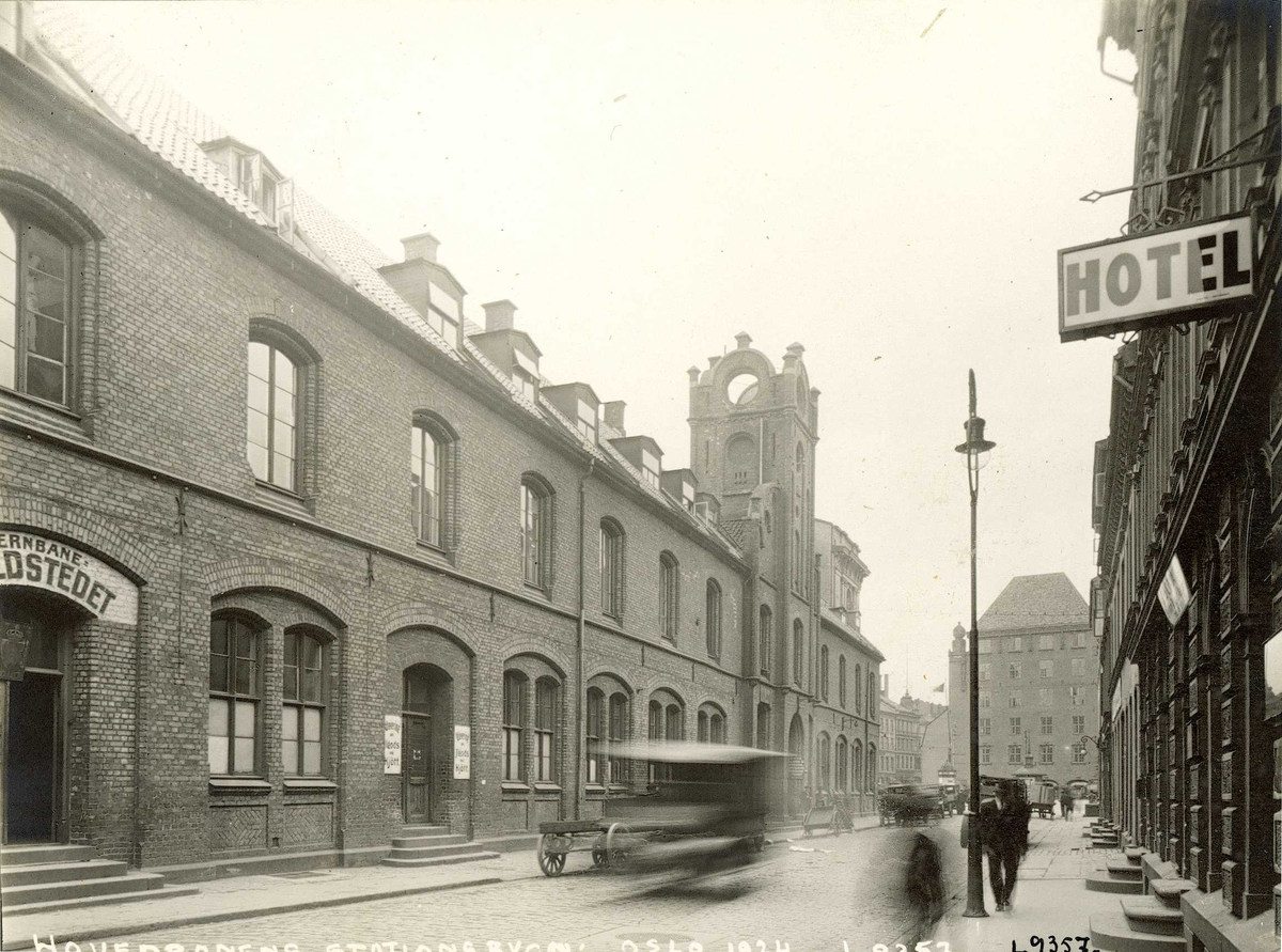 Gatebilde fra Østbanen, Jernbanetorget 1, Oslo. 1924.