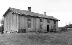 Gården Haugen av typen Trønderlån, ble revet rundt 1983. Lå